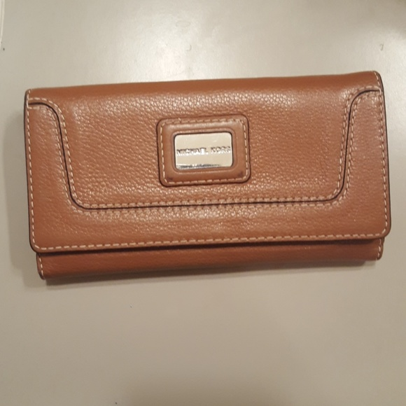 Michael Kors Handbags - MK wallet